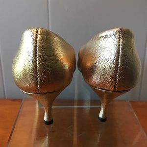 86c55618253bc Vintage Gold heels Saks 5th Avenue label